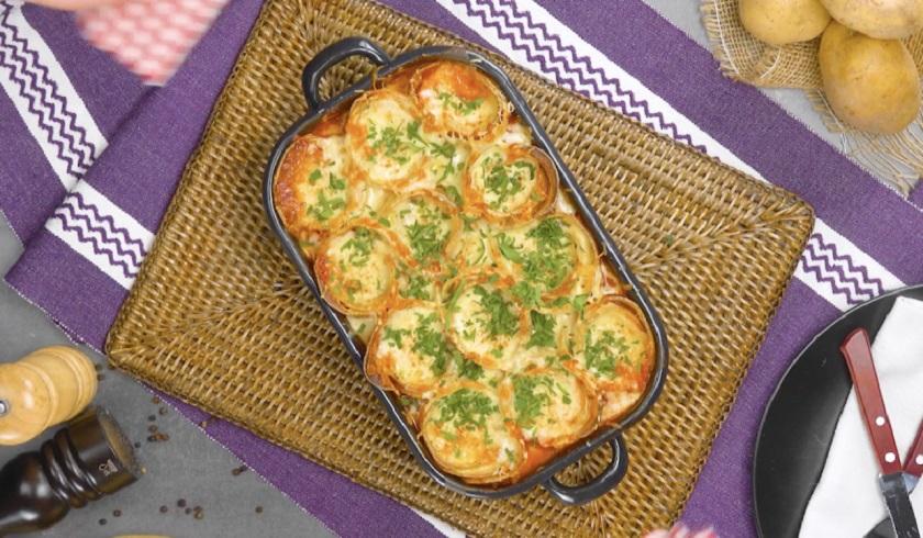Картофельные розы с фаршем и сыром: самая красивая запеканка
