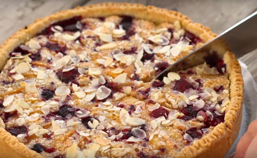 Французский абрикосовый пирог с миндальным кремом