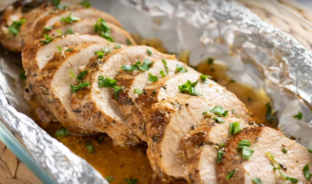 Сочная свиная вырезка с чесноком (готовим в духовке)