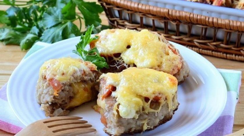 Котлеты с сыром под изысканным соусом: мало калорий, но очень сытно