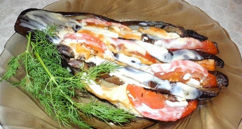 Баклажаны, запеченные с помидорами: три летних рецепта