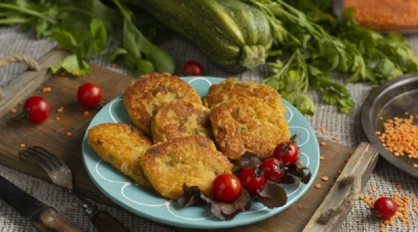 Оладьи из чечевицы с кабачками: нежное блюдо без яиц