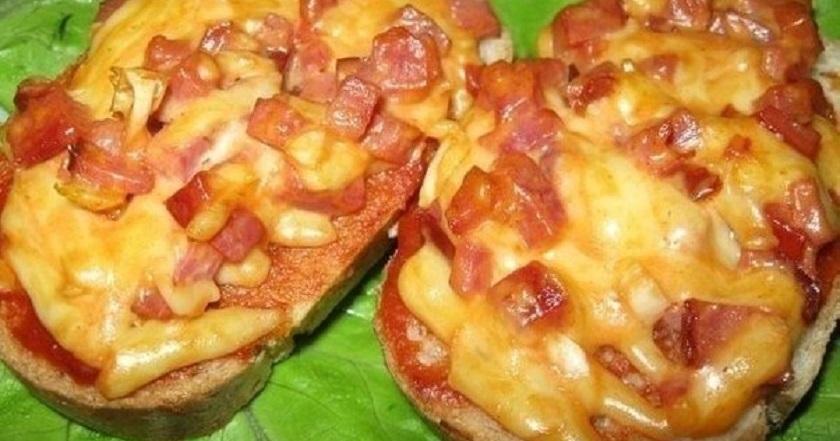 Быстрые горячие бутерброды: 7 рецептов на любой вкус