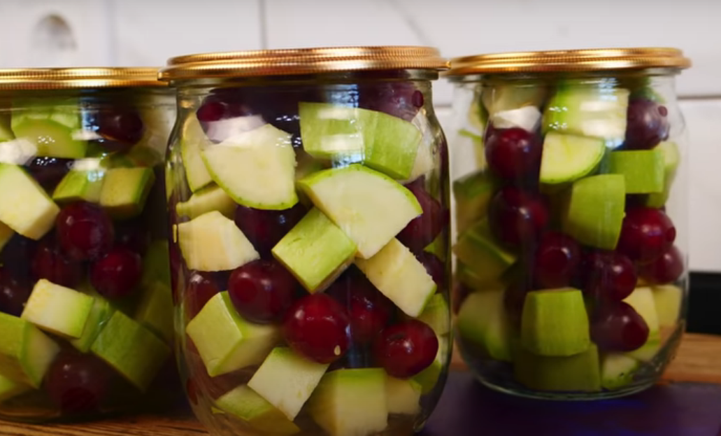 Необычная заготовка: кабачки с вишней на зиму