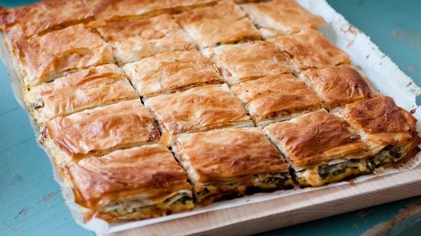 Греческий яблочный слоеный пирог: необычный десерт своими руками