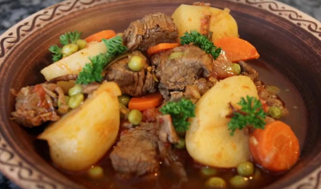 Жаркое из говядины с зеленым горошком и картофелем