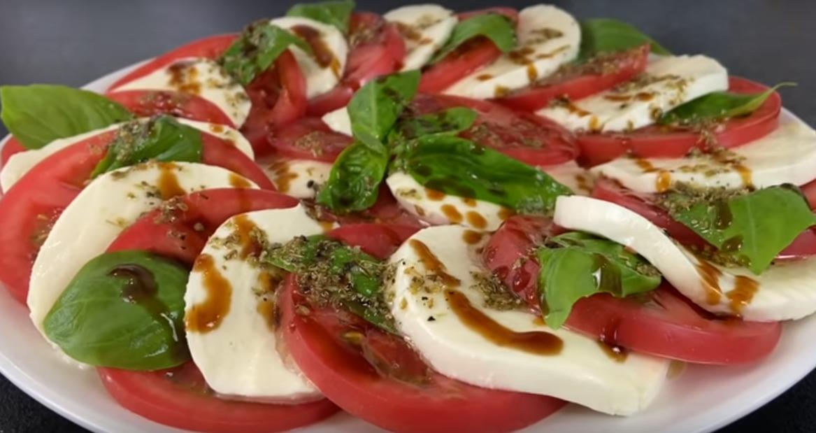 """Салат """"Капрезе"""" - просто и вкусно"""