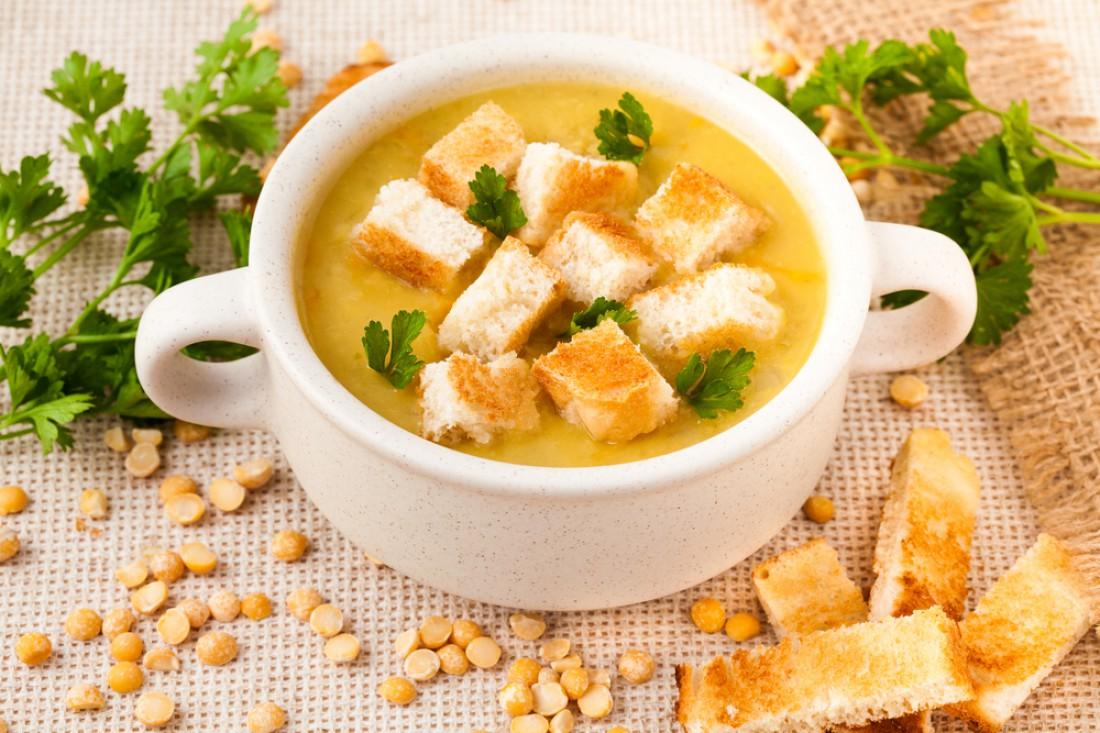 Классический гороховый суп с копченостями