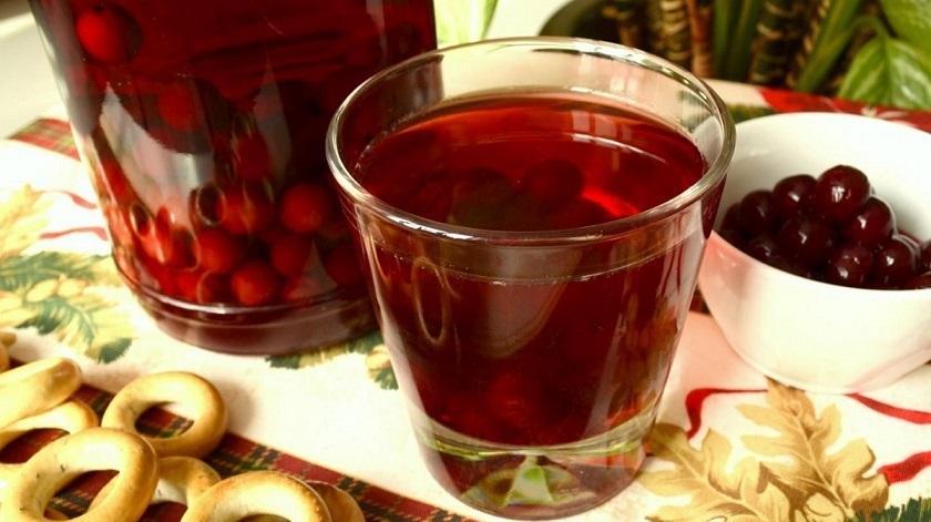 Ароматный компот из вишни: закрываем напитки на зиму