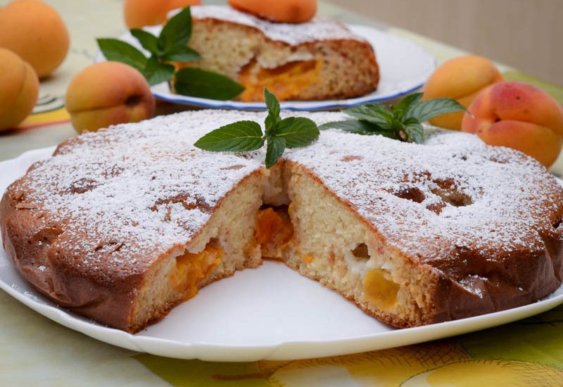 Простой абрикосовый пирог