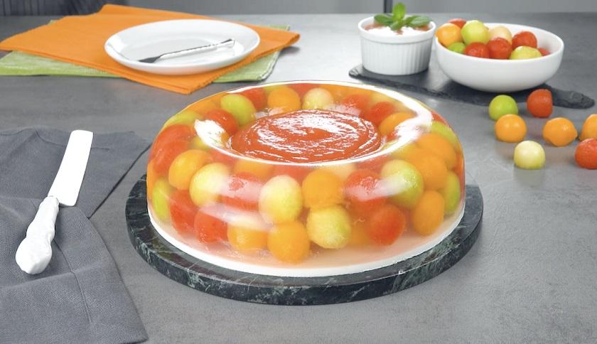 Желейный торт с фруктами: аппетитный десерт из арбуза