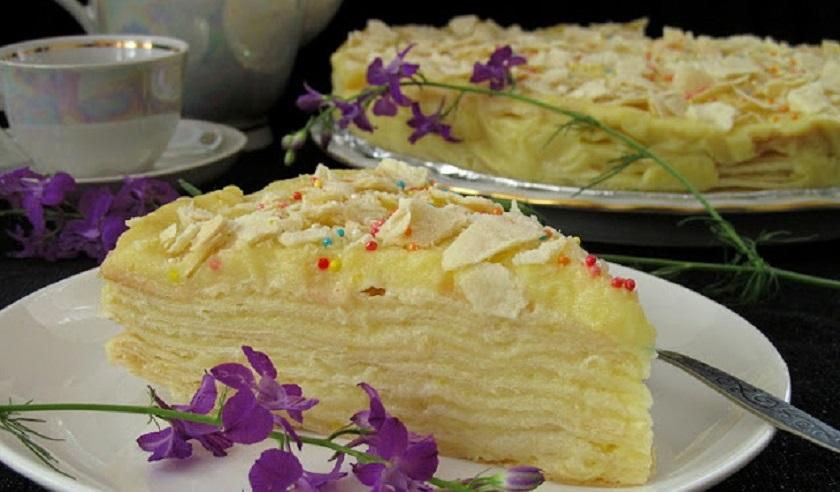 «Мокрый» торт «Наполеон» с пломбиром: вкусного десерта много не бывает
