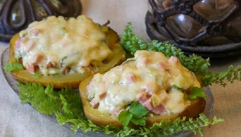 Картофель, фаршированный салатом «Оливье»: очень простой рецепт