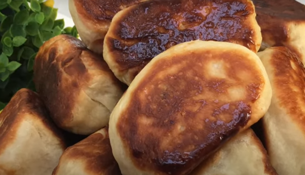 Пирожки со сливами на сковороде