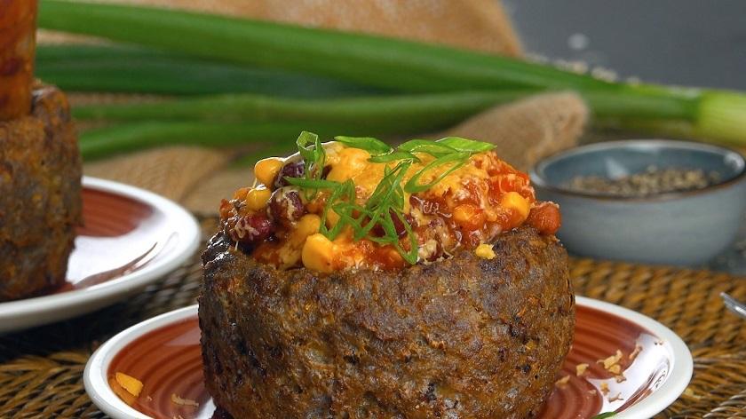 Ароматные котлеты в духовке с пикантной начинкой: перекус в мексиканском стиле