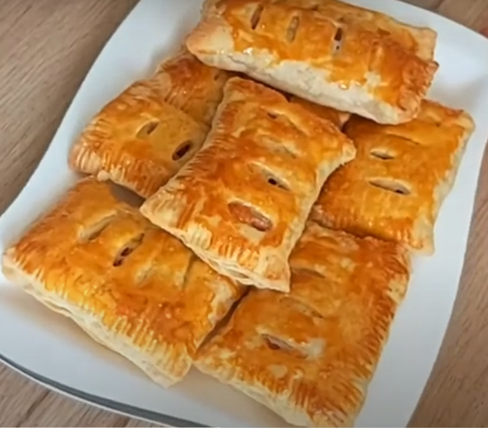 Слойки с сыром и колбасой: готовим из слоеного теста