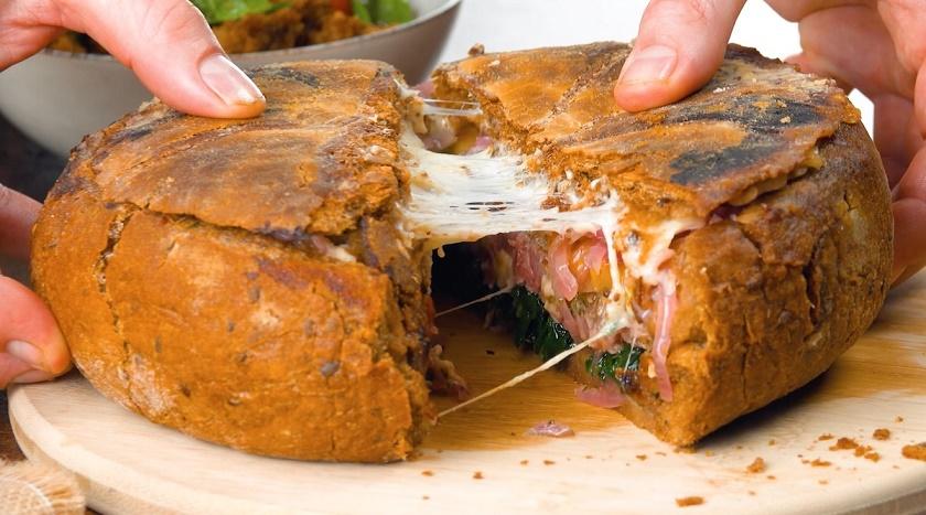 Жаркое в хлебе, запеченное в духовке: простой и красивый рецепт