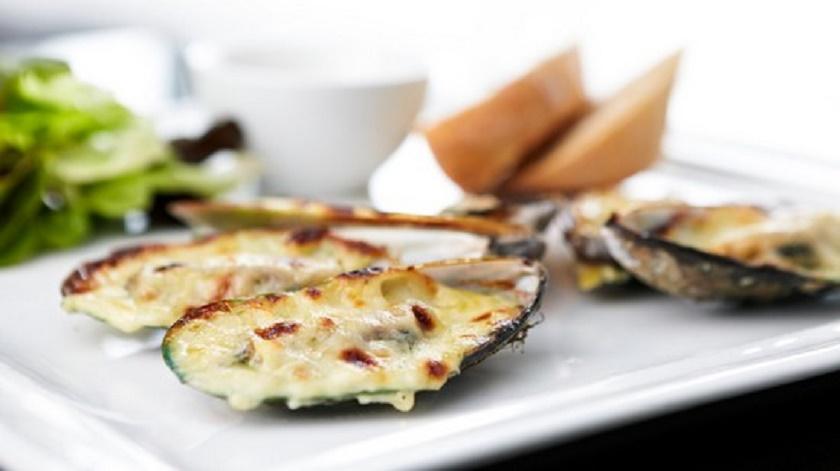 Ароматные мидии с сыром и чесноком: аппетитные способы приготовления