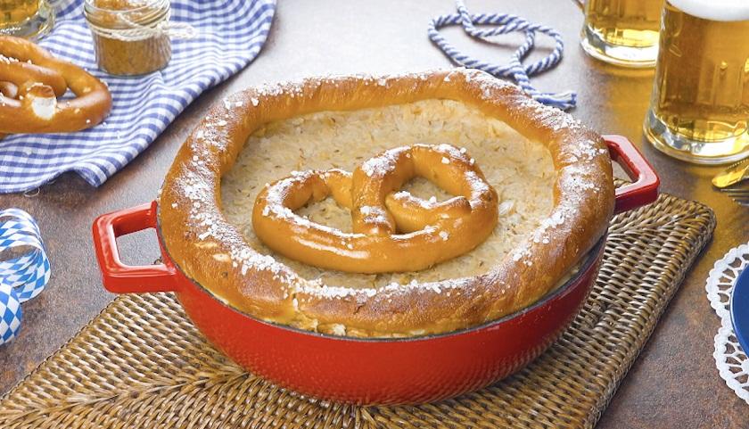 Пирог с колбасками, сыром и капустой: оригинальный и невероятно вкусный