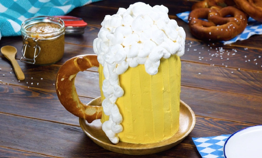 Оригинальный торт в виде кружки пива: для веселых сладкоежек