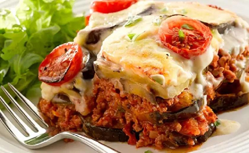Греческая запеканка: из того, что нашли в холодильнике плюс шикарный соус