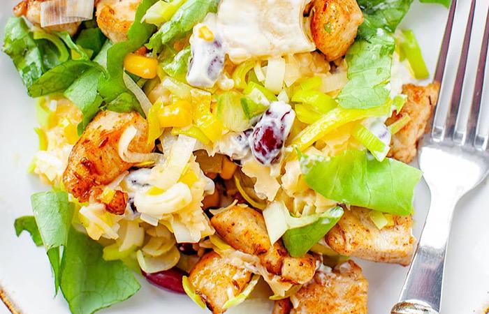 Вкуснейший салат из курицы, ананасов и кукурузы
