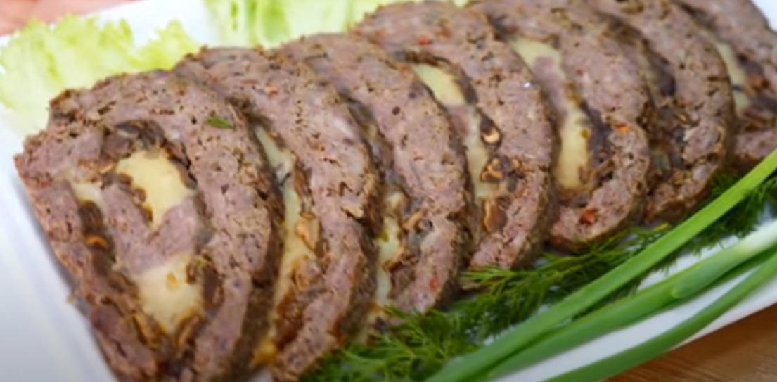 Шикарный мясной рулет к новогоднему столу