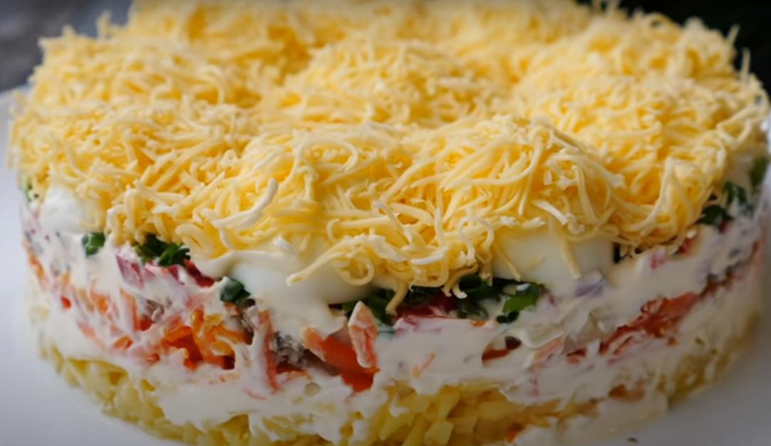 """Салат """"Сугробы"""": вкусное блюдо к праздничному столу"""