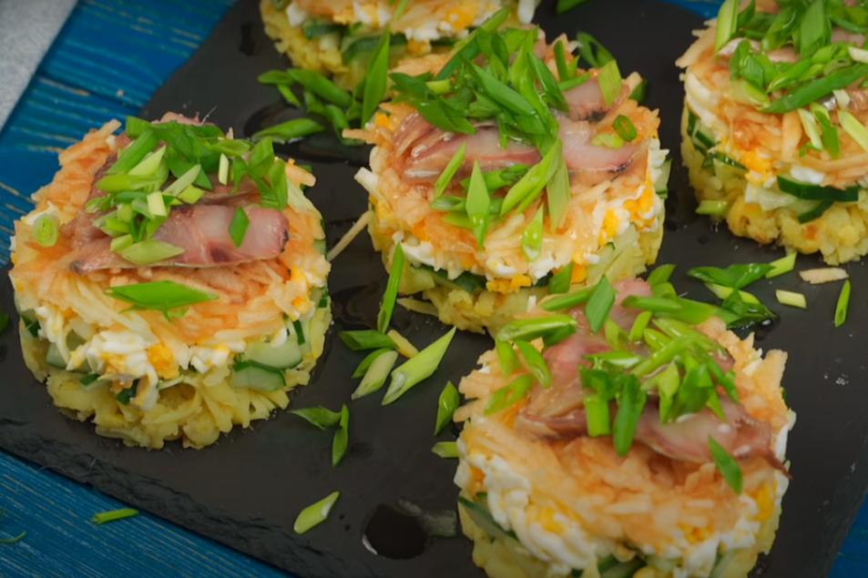 Интересный салат с сельдью