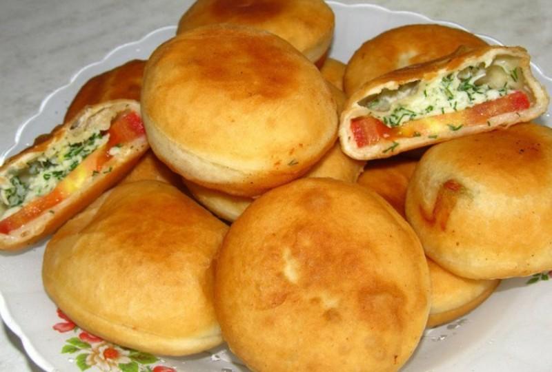 Необычные пирожки с помидорами и сыром