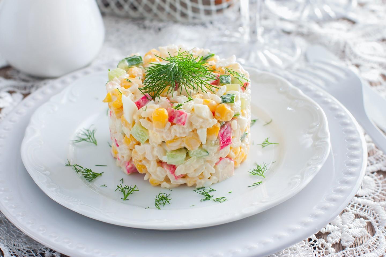 Всеми любимый крабовый салат