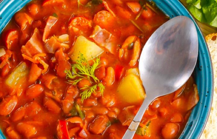 Вкуснейший суп из красной фасоли с копченостями