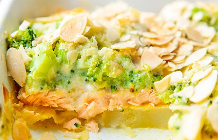 Вкуснейшая запеканка с лососем, картофелем и брокколи