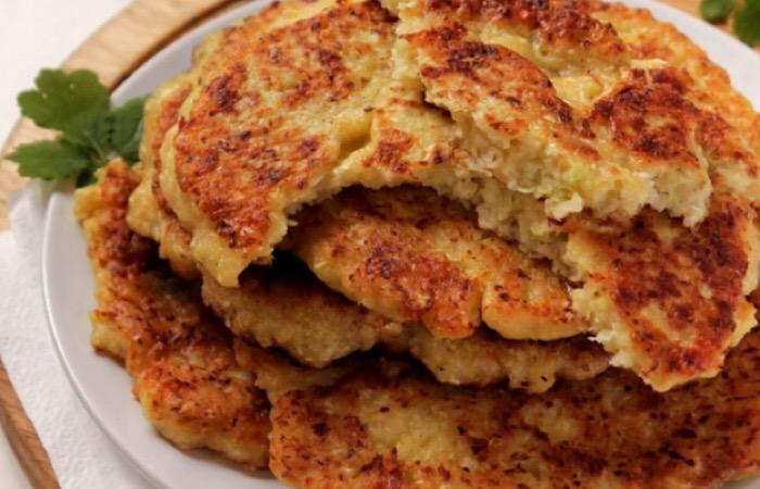 Аппетитные капустные лепешки с сыром