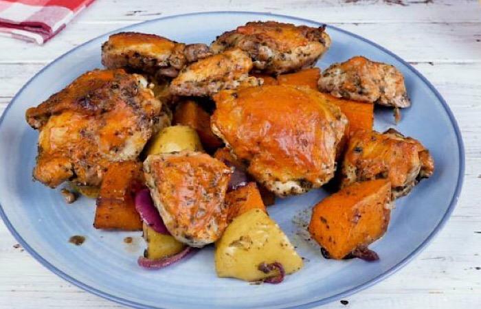 Бесподобная курица с тыквой и яблоками в духовке