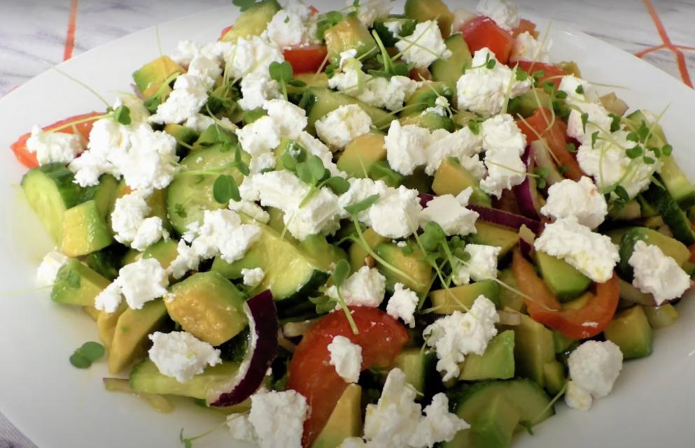 Простой и вкусный салат с авокадо