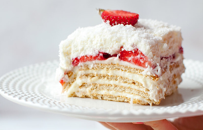 """Божественно вкусный торт """"Рафаэлло"""" с клубникой"""