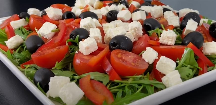 Весенний салат с рукколой