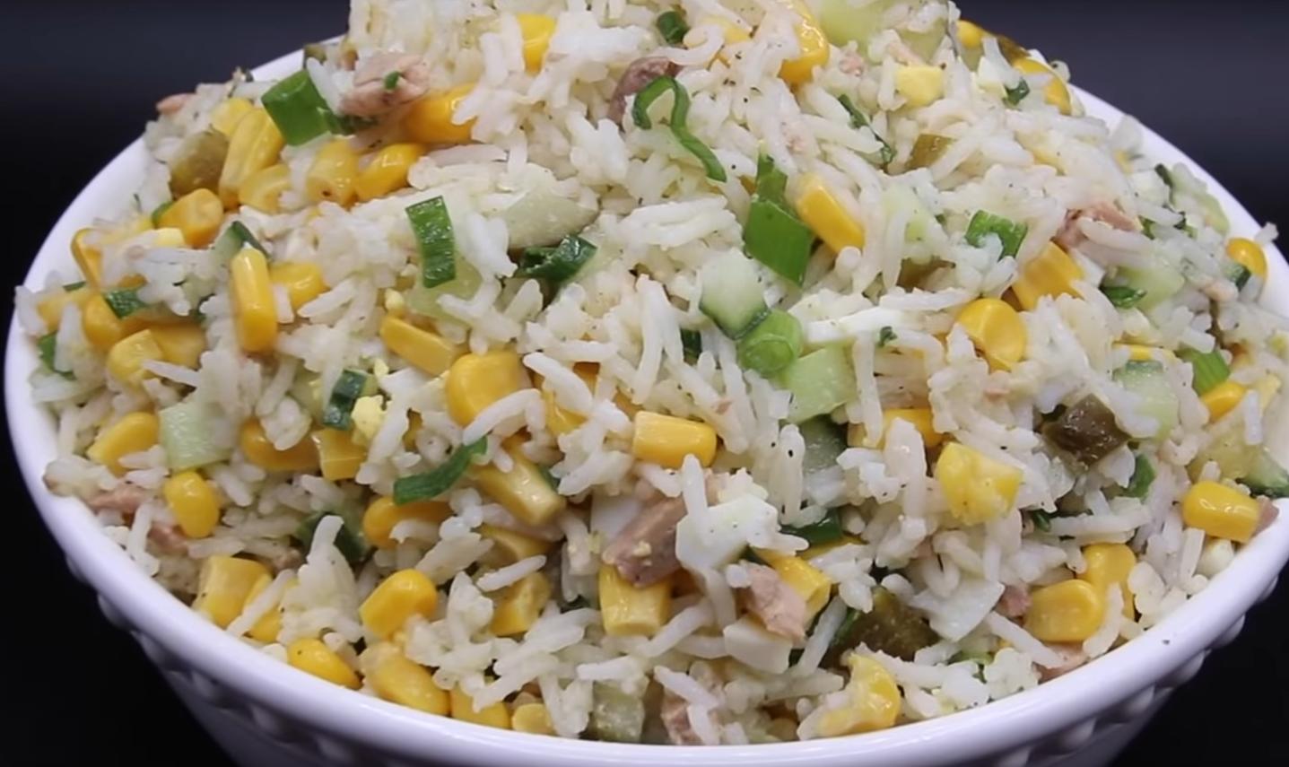 Невероятно вкусный салат с рисом и печенью трески