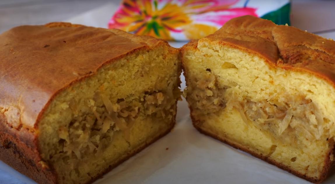 Простой пирог с капустой на кефире
