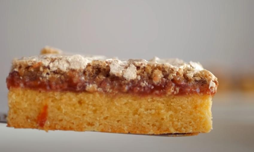 Очаровательный пирог с ореховым безе