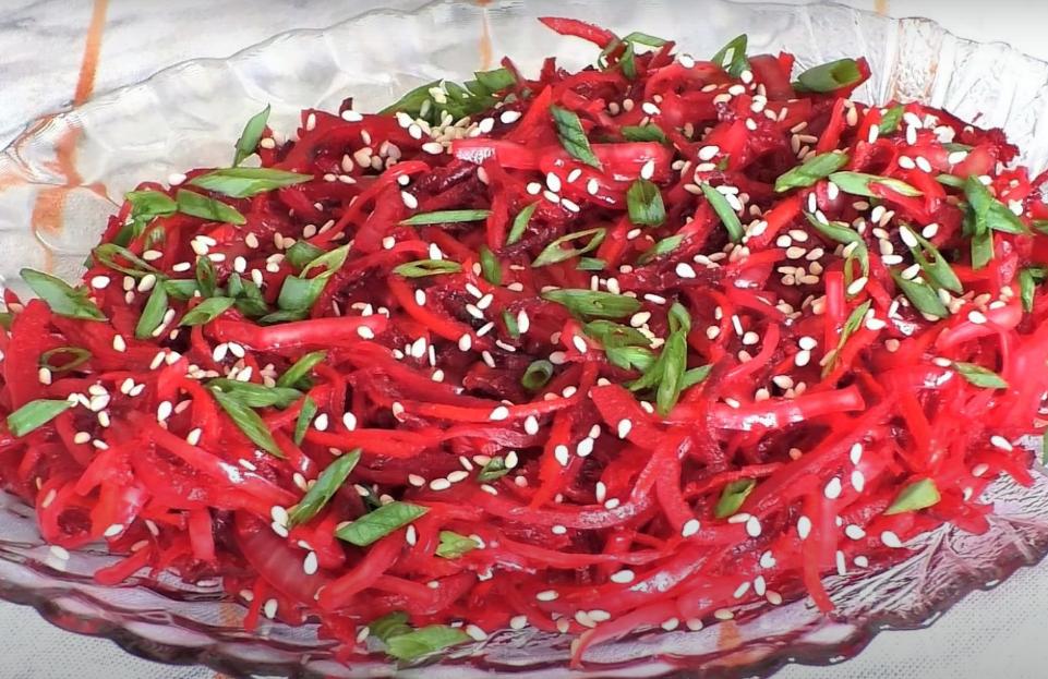 Сочный свекольный салатик