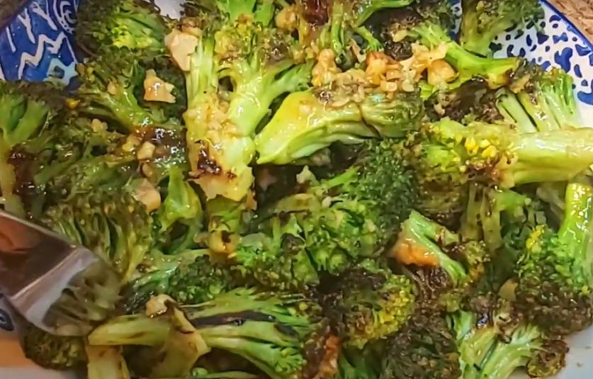 Восхитительный салат из брокколи