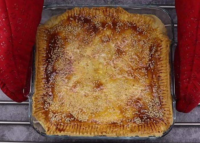 Обалденный луковый пирог с плавленными сырками