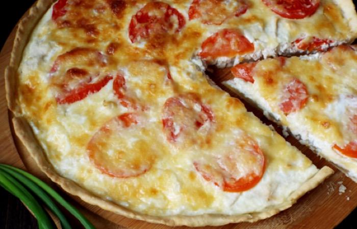 Обалденный киш с курицей и помидорами