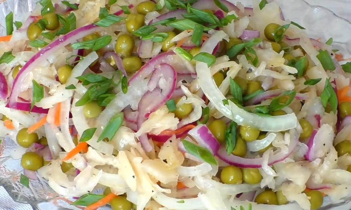Салат из квашеной капусту: ешь и здоровей