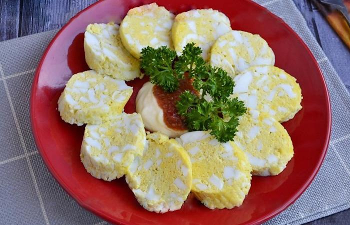 Вкусная закусочная яичная колбаса