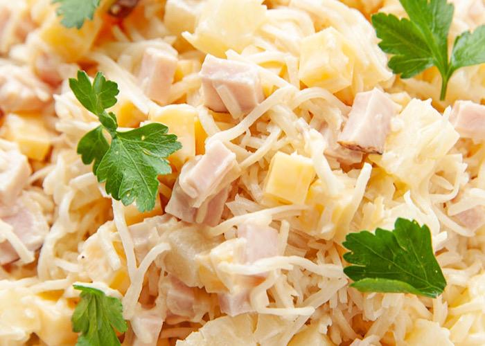 Вкуснейший салатик из сельдерея, ветчины и ананасов