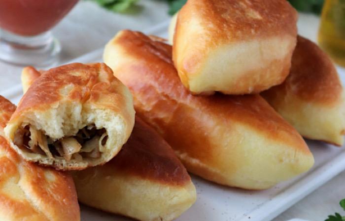 Аппетитные жареные пирожки с капустой и грибами