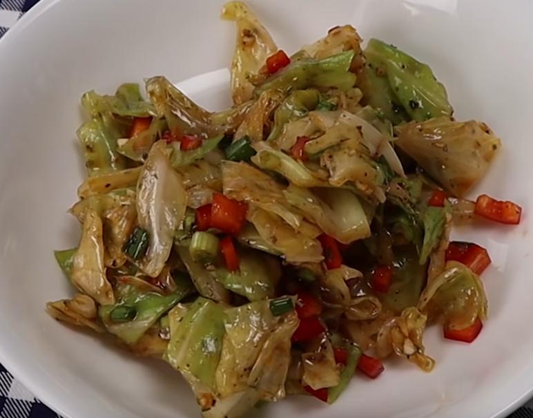 Любимый салат из молодой капусты